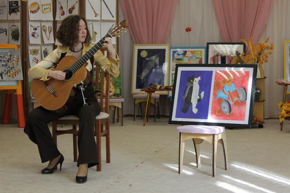 Небольшой концерт и лекция о классической гитаре для детей